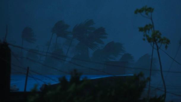 "Mega-Taifun ""Goni"" fegt über Philippinen hinweg"