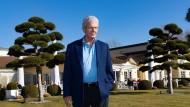 Milliardär Dietmar Hopp, 78, vor dem Golfclub von St. Leon-Rot, dessen Präsident er ist.