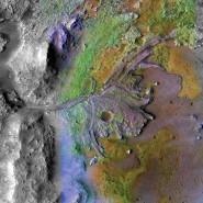 Hier flossen einmal Flüsse: eingefärbte Mars-Aufnahme des Jezero Kraters, aufgenommen vom Reconnaissance Orbiter der Nasa