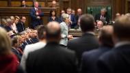 Unter Beobachtung: Die britischen Abgeordneten haben Regierungschefin May genau im Blick.