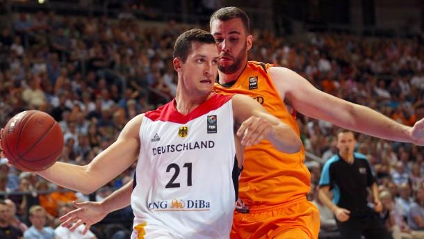 Deutsche Basketballer behalten die Nerven