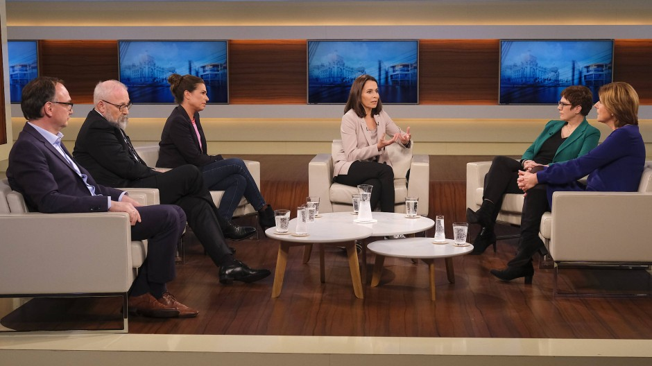 Anne Will diskutiert in ihrer Sendung am 10. November 2019 mit ihren Gästen zum Thema Halbzeit für die Groko - viel erreicht, viel versäumt?