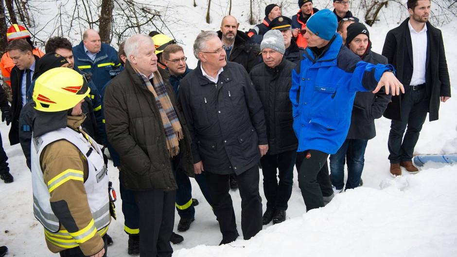 Innenminister besuchen Einsatzkräfte