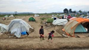 Hunderte Flüchtlinge verlassen Idomeni