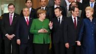 Gruppenbild mit Grün: Angela Merkel im Kreis ihrer Amtskollegen in Brüssel