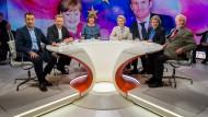 Maybrit Illner blickt mit ihren Gästen nach Europa. Was geht es der EU, während in Deutschland zähe Regierungssonderungen die Politik lähmen?