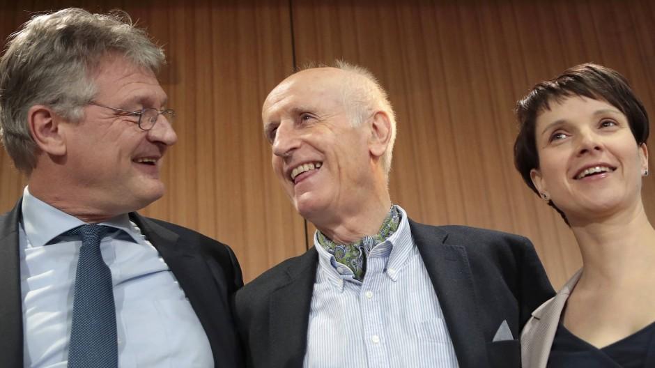 Im Wahlprogramm bewusst unklar – oder fehlt schlicht die inhaltliche Schärfe? AfD-Politiker Meuthen, Glaser und Petry am Donnerstag in Berlin (v.l.)