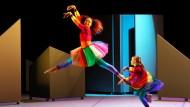 Das Glück hinaus tanzen: Lateinamerika ist der glücklichste Kontinent (Szene der Moviments Akadiemie 2014 im Theater Wolfsburg).