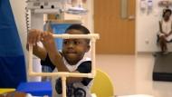 Erste Transplantation von zwei Händen bei einem Kind