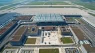 Hauptstadt-Flughafen braucht 600 neue Wände