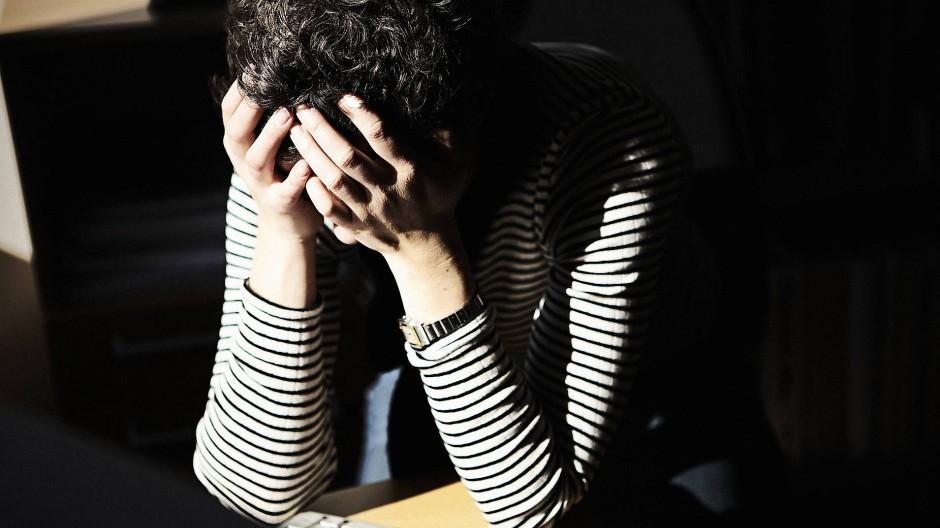 Wenn die Arbeit zur Qual wird: Viele Menschen in Deutschland schleppen sich jeden Tag lustlos an den Schreibtisch.