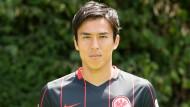 Gegen Abstieg gestemmt: Makoto Hasebe bleibt der Eintracht auch weiterhin treu - sein Vertrag lief bis 30. Juni.
