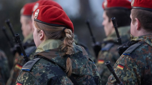 Russische soldatinnen erobern afrika 5
