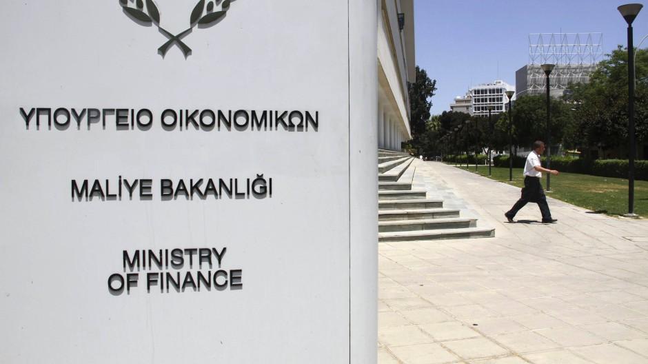 Im zyprischen Finanzministerium wird in diesen Tagen berechnet, wo noch überall gespart werden kann