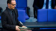 Bundesjustizminister Heiko Maas (SPD) kam verspätet zur Debatte über die Verschärfung des Sexualstrafrechts in den Bundestag. Die Grünen hatten sich zuvor beschwert, dass der Ressortchef bei der Abstimmung über das von ihm vorgelegte Gesetzesvorhaben fehlte