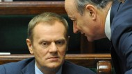 Eurogeflüster: Tusk (links) und Minister Rostowski im Sejm