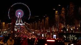 Die Champs-Élysées erstrahlen im Weihnachtsglanz
