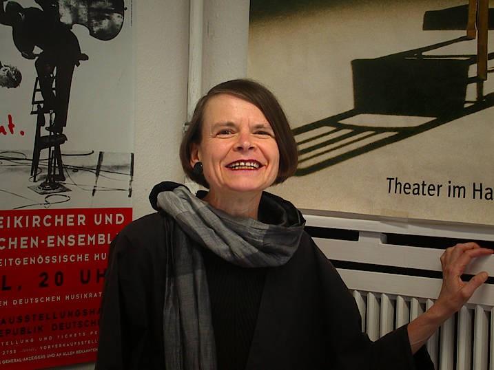 Prof. Dr. Doris Mathilde Lucke ist Soziologieprofessorin in Bonn. Sie hat unter anderem über die Bedeutung von Vorbildern geforscht, sich mit der Scheidungsreform und Ehen vor Gericht beschäftigt und ihre Habilitationsschrift über Akzeptanz verfasst.