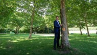 Mein Freund, der Baum: Markus Söder im Hofgarten hinter der Staatskanzlei