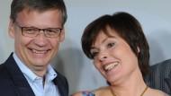 Auch wenn die Boulevardpresse so gerne andere Frauen an Günther Jauchs Seite sähe:  Der Platz gehört seiner Frau Thea Sihler
