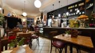"""Klassischer Bistro-Stil: das """"Schiffer Café"""" in Sachsenhausen"""