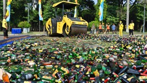 Indonesien vernichtet Alkohol