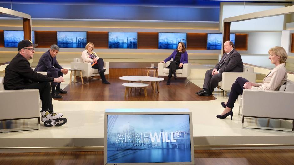 """Anne Will diskutiert in ihrer Sendung am 28. Februar 2021 mit ihren Gästen über die Frage: """"Die große Ratlosigkeit – gibt es einen Weg aus dem Dauer-Lockdown?"""""""