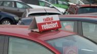 Alles muss raus: Neu- und Gebrauchtwagen bei einem Autohändler in Dresden