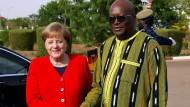 Angela Merkel beim Treffen mit dem Präsidenten Burkina Fasos, Roch Marc Christian Kabore, in Ouagadougou