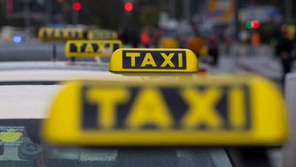 Berliner Polizei sucht Taxifahrer