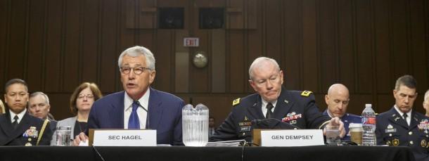 Auf der Suche nach der Strategie gegen die IS-Miliz: Der amerikanische Verteidigungsminister Chuck Hagel und Generalstabschef Martin Dempsey (r.) bei der Anhörung im Senatsausschuss an diesem Dienstag