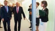 Demonstrativ gut gelaunt: Der polnische Außenminister Radoslaw Sikorski (l.) trifft seinen spanischen Amtskollegen Garcia-Margallo in Luxemburg