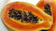 Leibesfrucht: Die Papaya ähnelt im aufgeschnittenen Zustand einer Gebärmutter.
