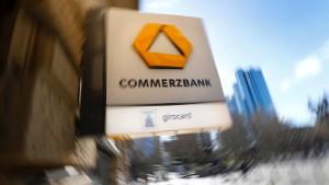 Rund um die Commerzbank brennt es an vielen Stellen