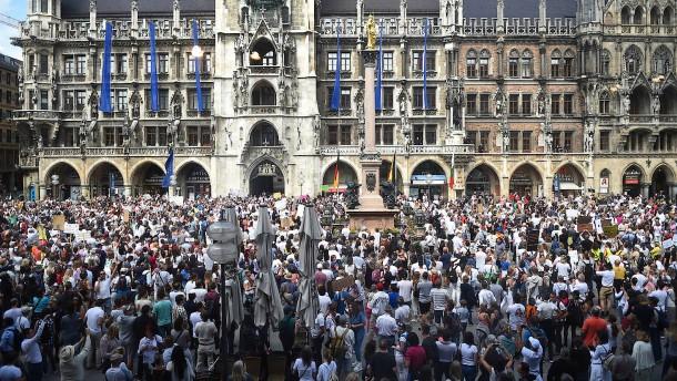Tausende bei Anti-Corona-Demos – nicht immer mit Abstand