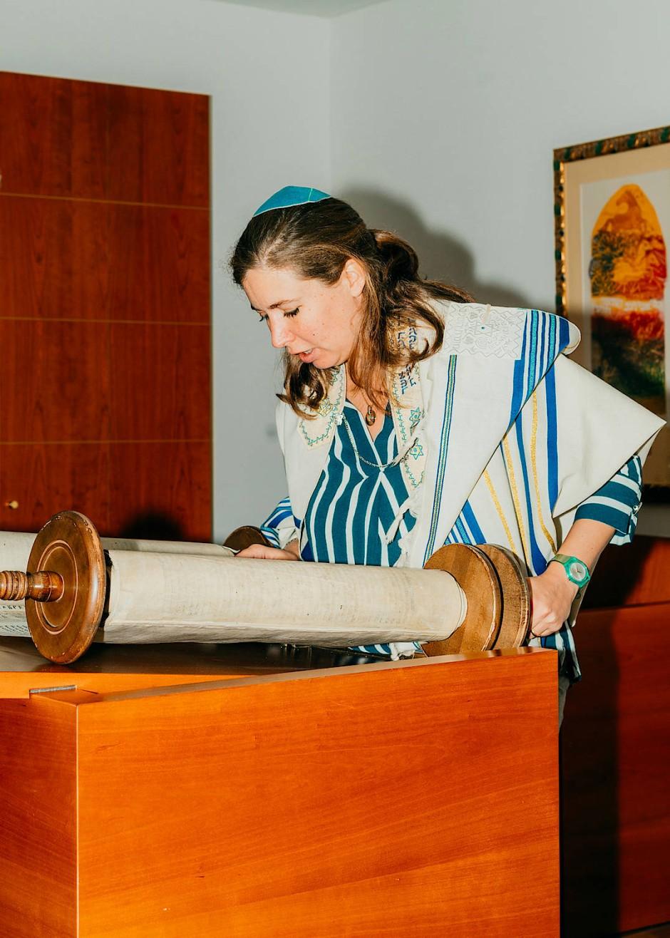 Jasmin Andriani, 37 Jahre, hat Jüdische Theologie studiert und ist vor kurzem zur Rabbinerin ordiniert worden. Damit ist sie in Deutschland die siebte Frau in dem Amt.