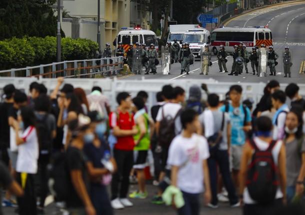 PROTESTAT NË HONGKONG Tausende-demonstranten-hatten-sich-am-sonntag-der-studentenbewegung-angeschlossen