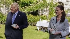 Ex-Krankenschwester von Boris Johnson kündigt aus Protest