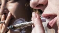Alkoholkonsum ist in Flächenländern grundsätzlich höher als in Stadtstaaten – bei Cannabis ist es andersherum.