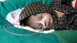 Familie findet lebendig begrabenes Baby in Indien durch Zufall