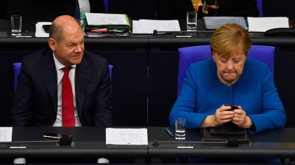 Die Kanzlerin und ihr Vize: Angela Merkel und Olaf Scholz sitzen vergangenen Donnerstag auf der Regierungsbank im Bundestag.