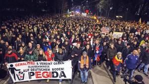 Pegida will sich Steuervorteile sichern