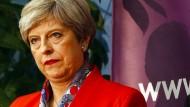 Theresa May in ihrem Wahlkreis, als das Ergebnis verkündet wird – zumindest in der Heimat hat sie gewonnen.