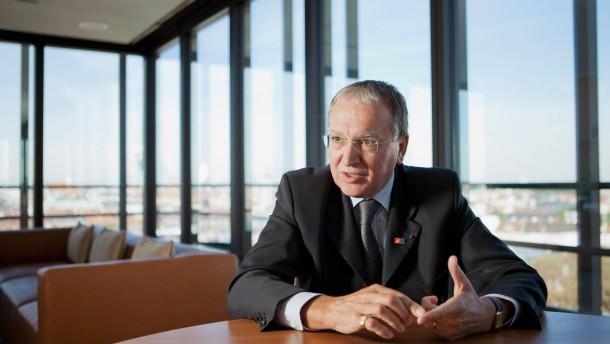 Benoît Battistelli - Der Chef des europäischen Patentamtes im Gespräch in München mit Corinna Budras.