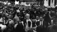 Besonders freche Linke: Helmut Kohl verlegte deshalb Abschlusskundgebungen vor Bundestagswahlen stets nach Frankfurt, so auch im September 1998.