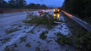Sommergewitter verursachen Autounfälle und Chaos