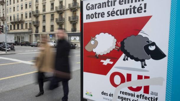 Schweizer lehnen Anti-Ausländer-Gesetz ab