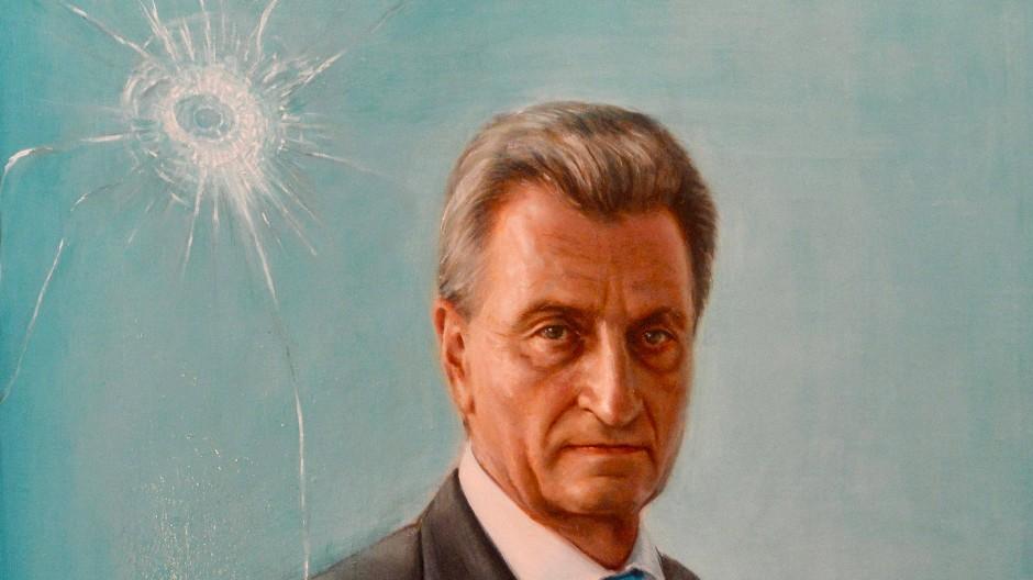 Ein gemaltes Einschussloch: Ausschnitt eines Portraits des ehemaligen baden-württembergischen Ministerpräsidenten Oettinger in Stuttgart.