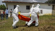 Ebola-Tote in Liberia im Oktober 2014: Bei der bislang größten Ebola-Epidemie 2014 bis 2015 starben in Westafrika mehr als 11.000 Menschen.