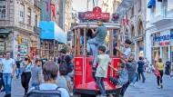 Viel los auf der Straße: Doch hinter der Fassade wachsen die wirtschaftlichen Probleme der Türkei.